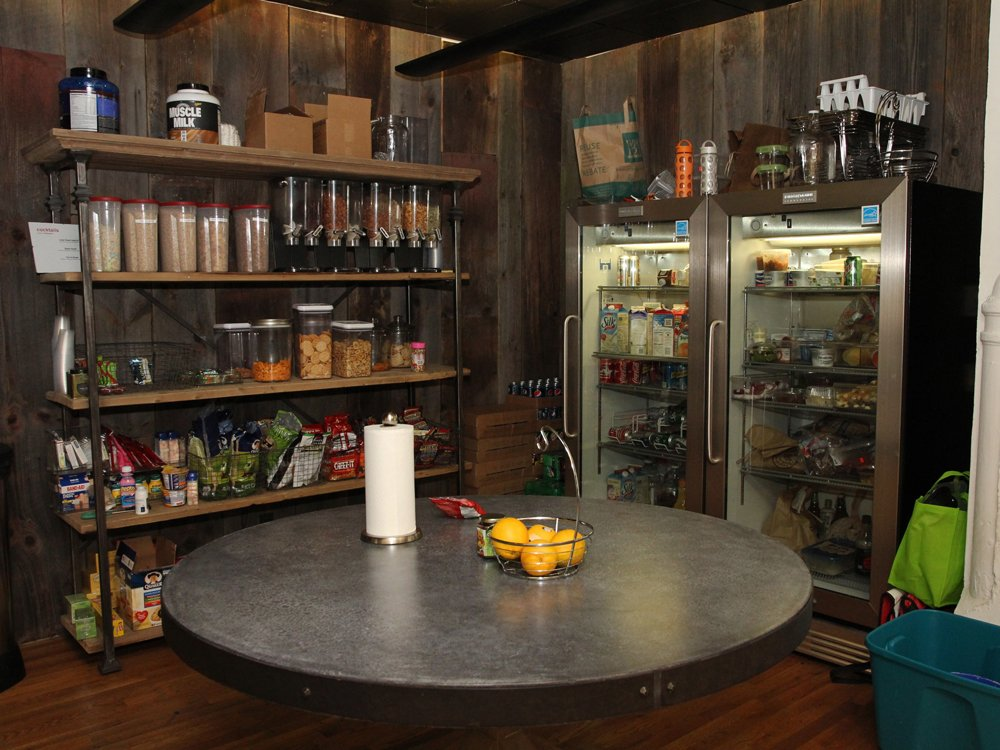 fat-dennys-has-a-stocked-pantry-